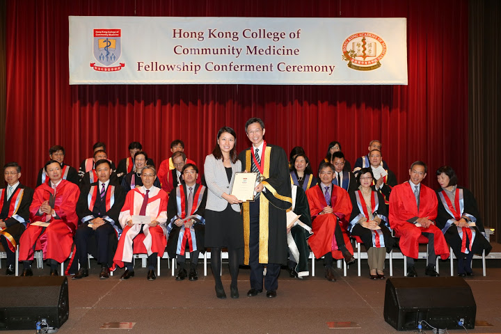 President Prize to the Best Paper Presenter Dr Wong Miu Ling by Prof Fung Hong